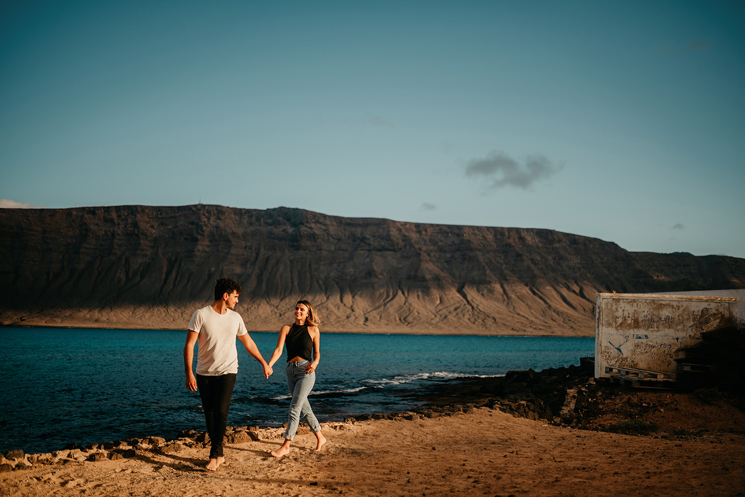 Elopement in La Graciosa, Caleta del Sebo with Lanzarote cliffs in the background