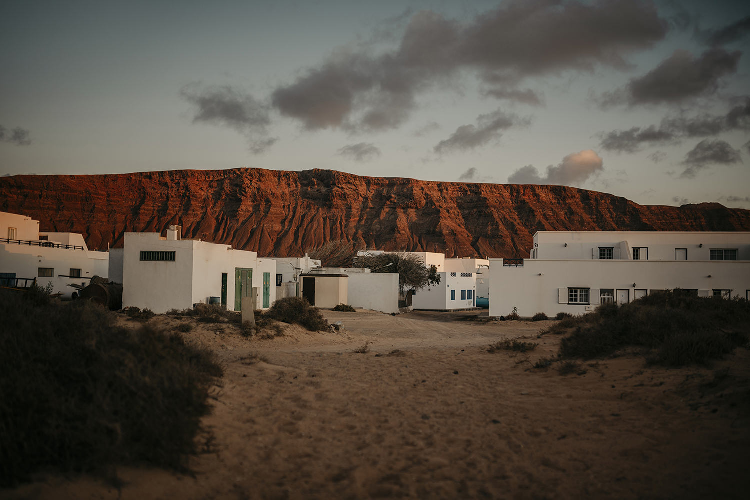 Caleta del Sebo and cliffs of the nearby Lanzarote at sunset