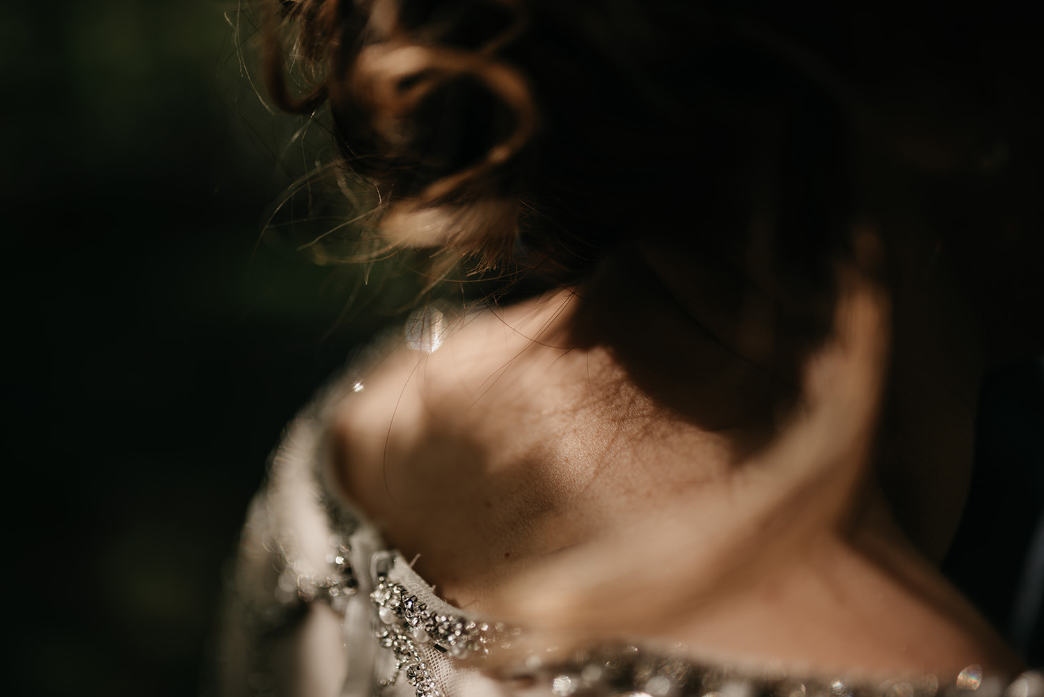 Details of this beautiful and sparkly bride's dress
